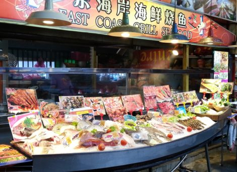 Seafood stall in Red Garden Food Paradise